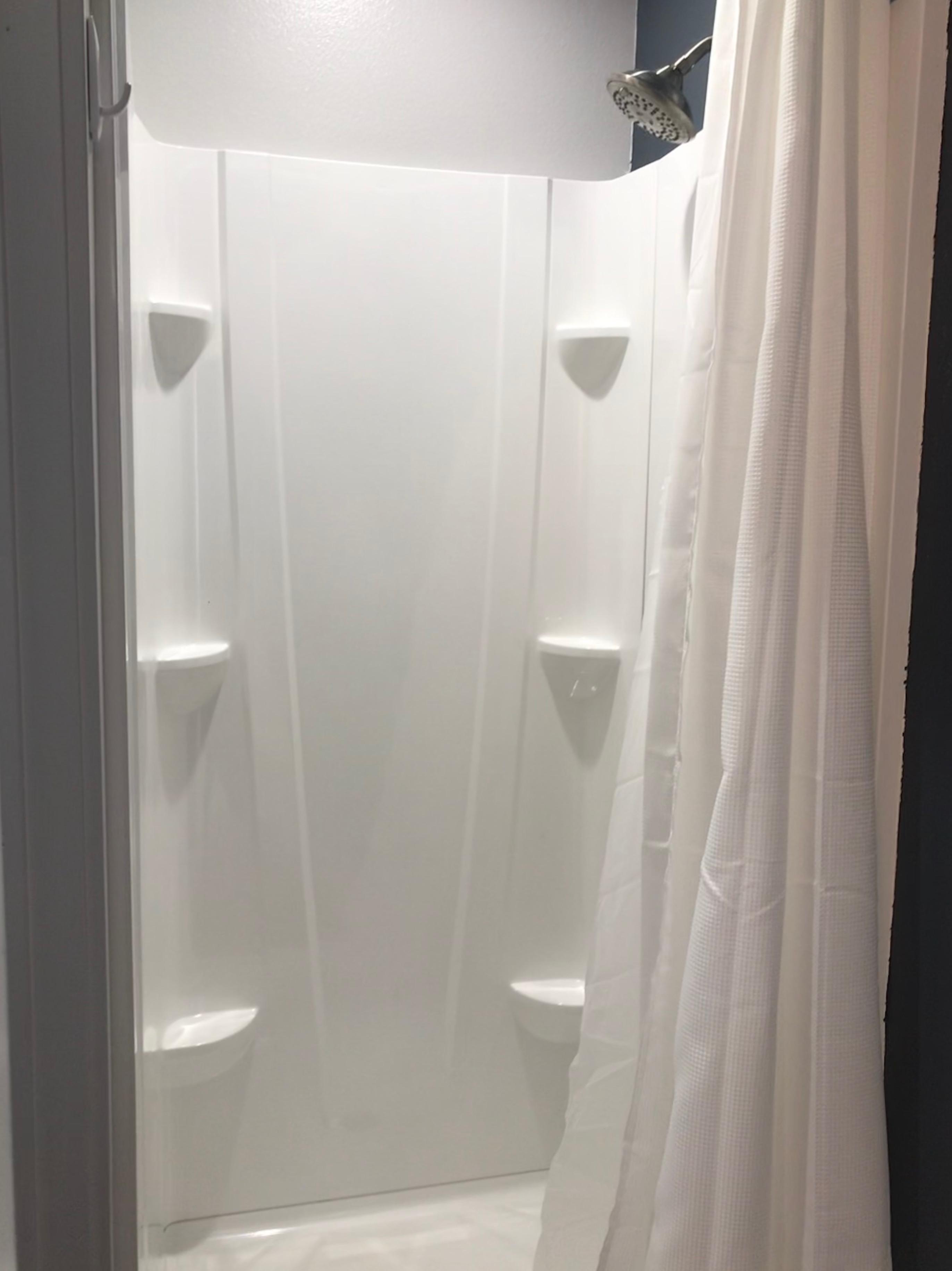 blacktreeresort_shower